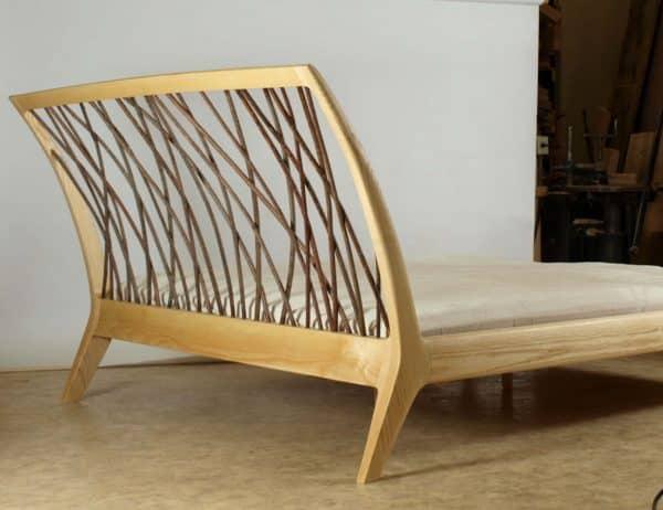 Bett metallfrei mit Kopfteil aus Massiv - Holz Eschei