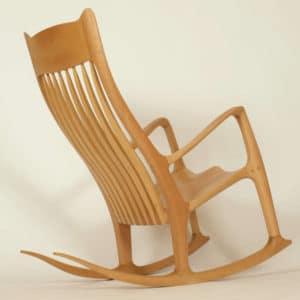 Schaukelstuhl aus Holz in massiver Bauweise, Holzart Buche
