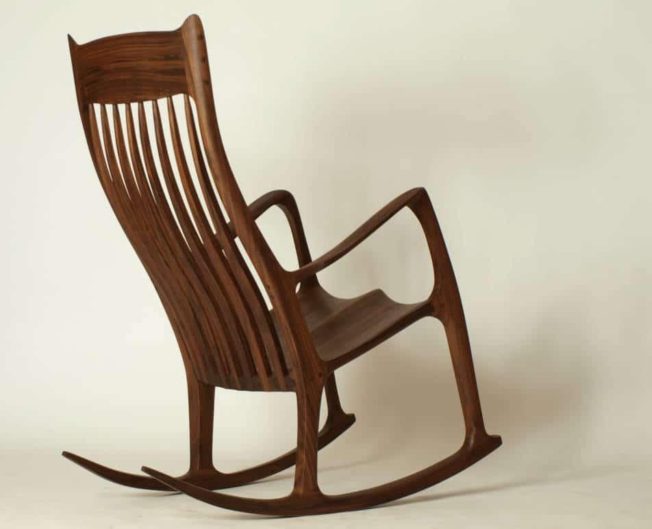 Schaukelstuhl aus Holz, angelehnt an einen Entwurf von Sam Maloof
