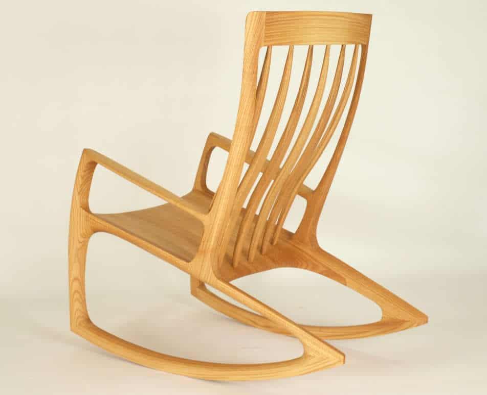 Schaukelstuhl Nr.3 aus Roteiche Massiv - Holz, ergonomisch geformte Lehne, mittlerer Kufenradius