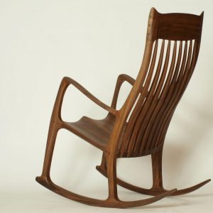 Schaukelstuhl aus Holz im stil von Sam Maloof