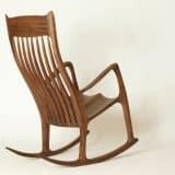 Schaukelstuhl aus Holz, gefertigt im Stil von Sam Maloof