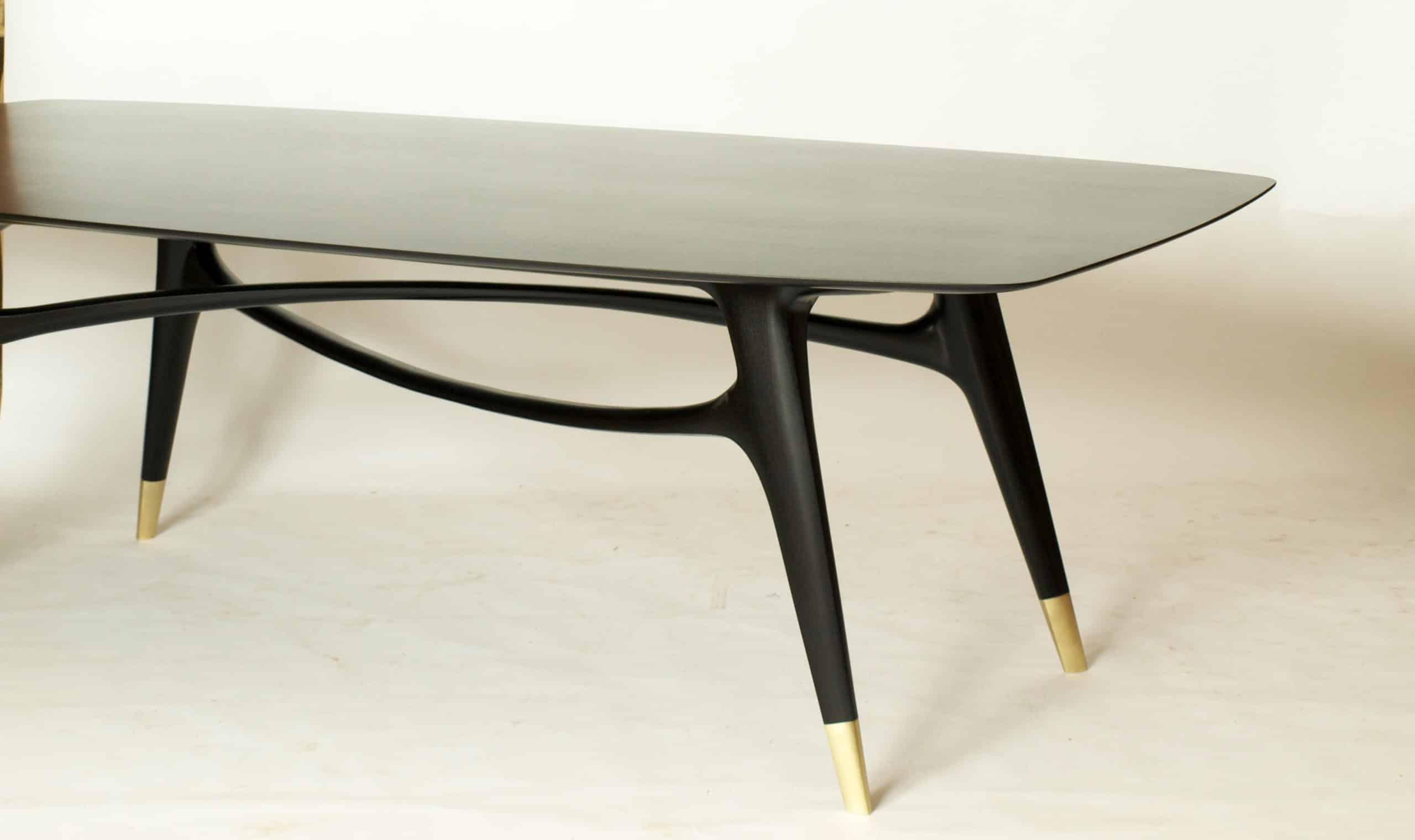 Den Tisch gibt es in unterschidlichen Holzarten, Modellauswahl
