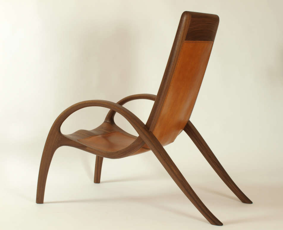 Lehnstuhl aus Massivholz und Leder, Titelbild