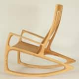 Schaukelstuhl aus Holz, individuell von Hand gefertigt
