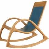 Schaukelstuhl aus Eiche Massiv - Holz, blauem Leder und hellem Garn