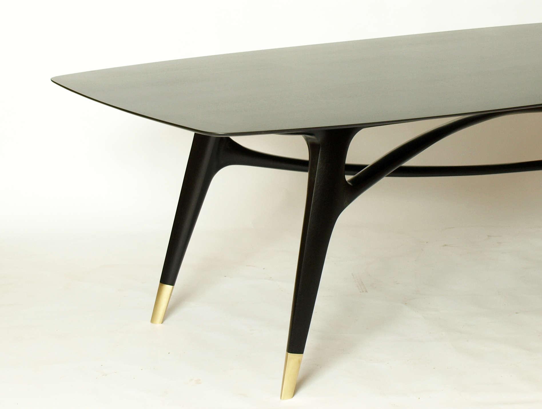 Esstisch aus massiver Eiche, schwarz lackiert mit goldenen Füßen