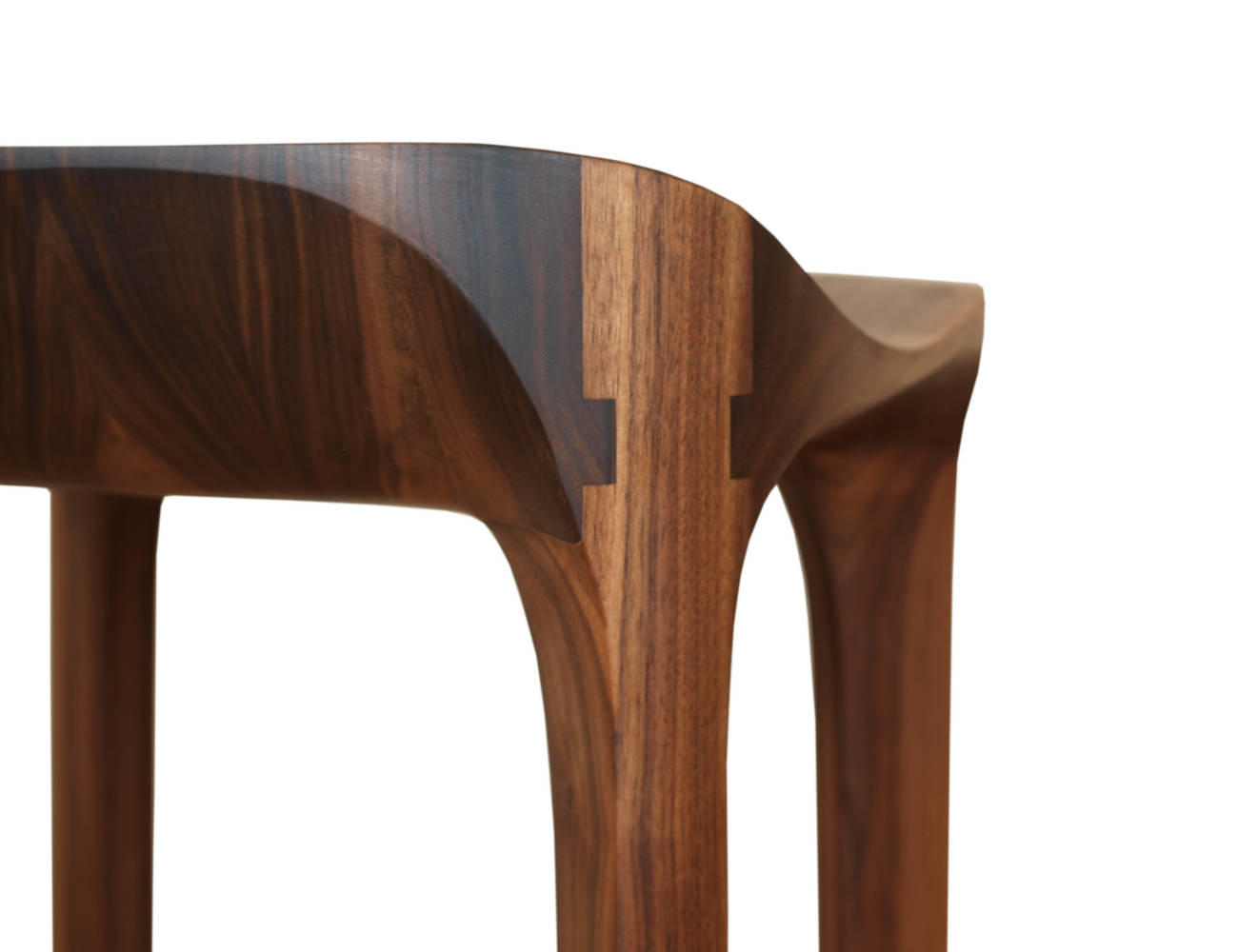 Die Sitzfläche und die Beine des Barhockers sind mit Nut - und Federverbindungen dauerhaft verleimt.