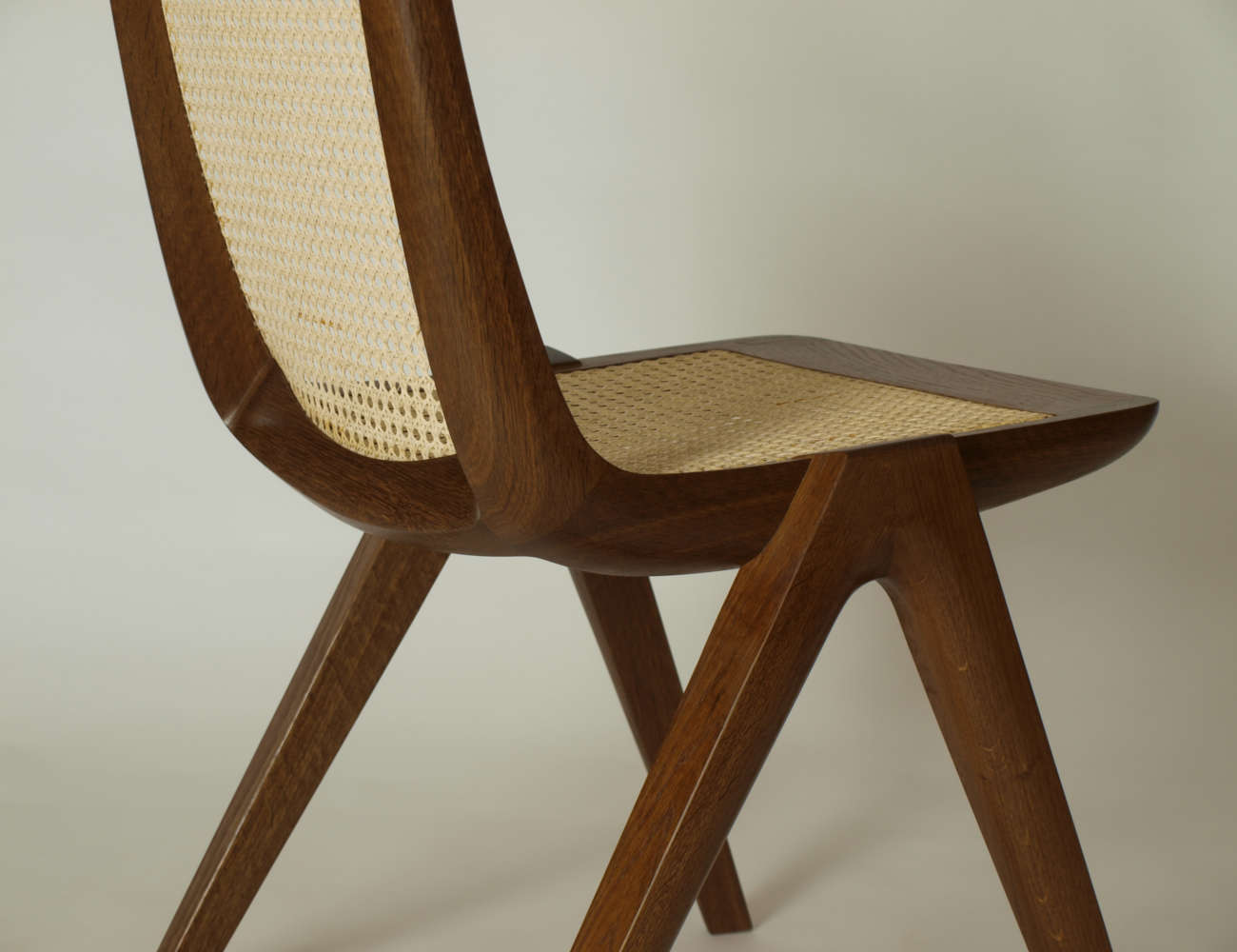 Esszimmerstuhl aus Holz, Holzart Räuchereiche