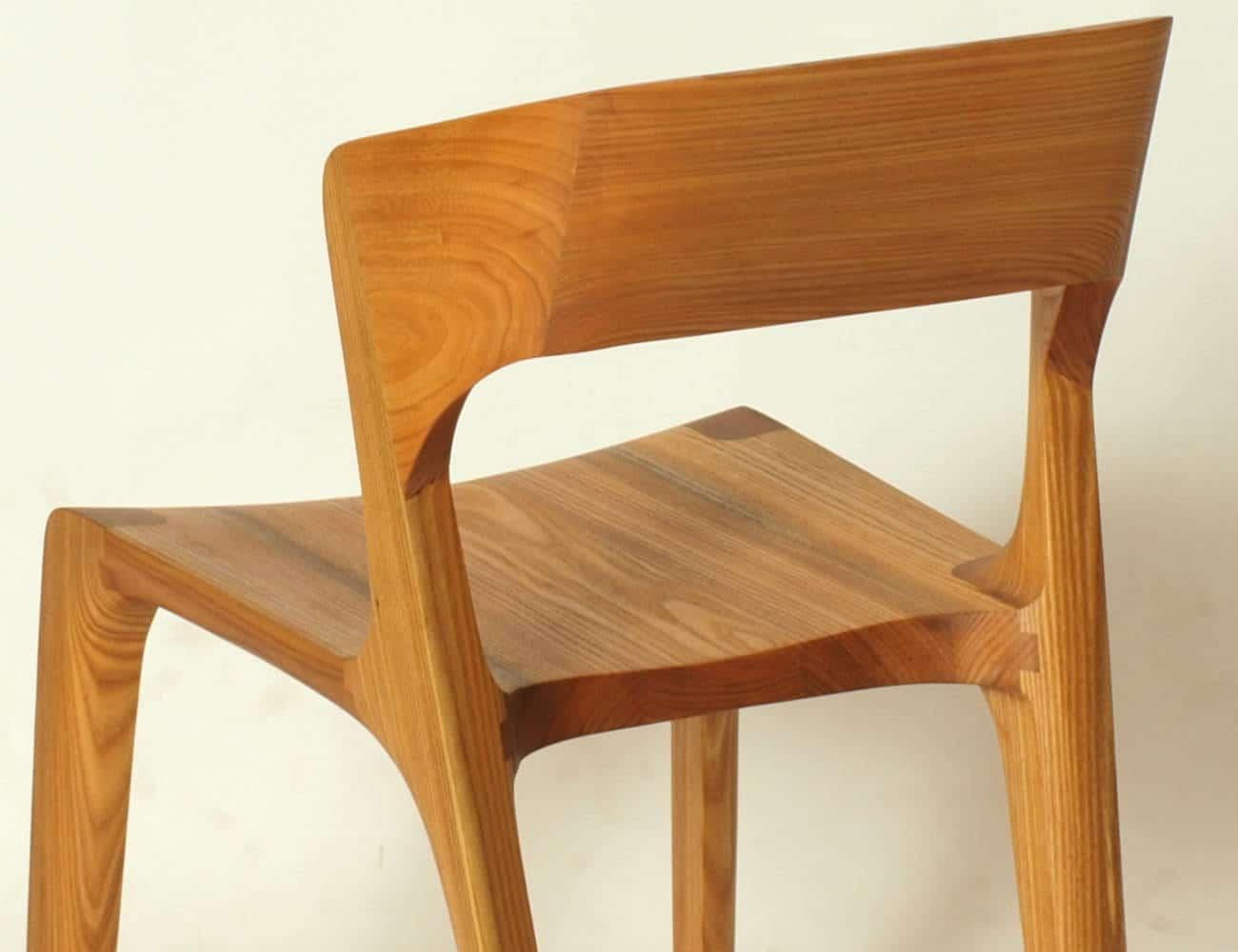 Stuhl aus Holz, Holzart Ruester oder auch Ulme
